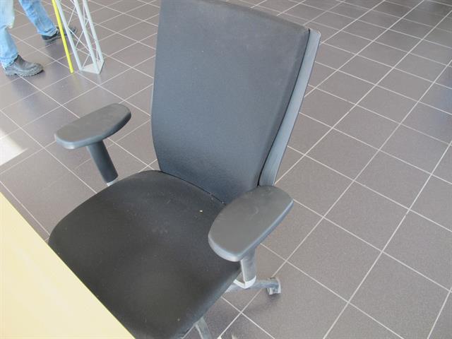 Bureau met ladeblok en stoel memax online veiling van for Ladeblok metaal