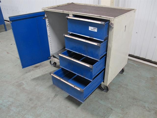 gereedschapwagen    werkbank met wielen   Memax, Online veiling van metaal, machines en gereedschap