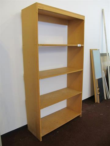 Kast Van Hout Met Planken Memax Online Veiling Van Metaal