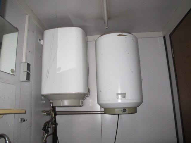 Boiler douche – Kleine kastjes voor aan de muur