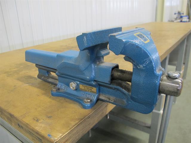 Fonkelnieuw werkbank van metaal met hout werkblad en bankschroef - Memax VW-15